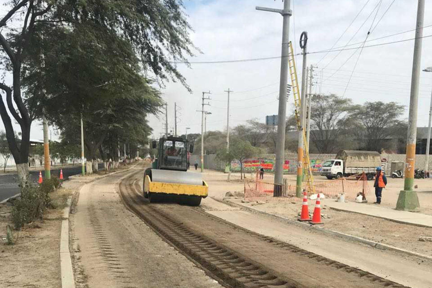 La Autoridad para la Reconstrucción con Cambios (ARCC) aprobó la transferencia de más de 20 millones de soles para la ejecución de 10 obras, principalmente para la reparación de canales de riego, pistas, veredas y trochas carrozables.