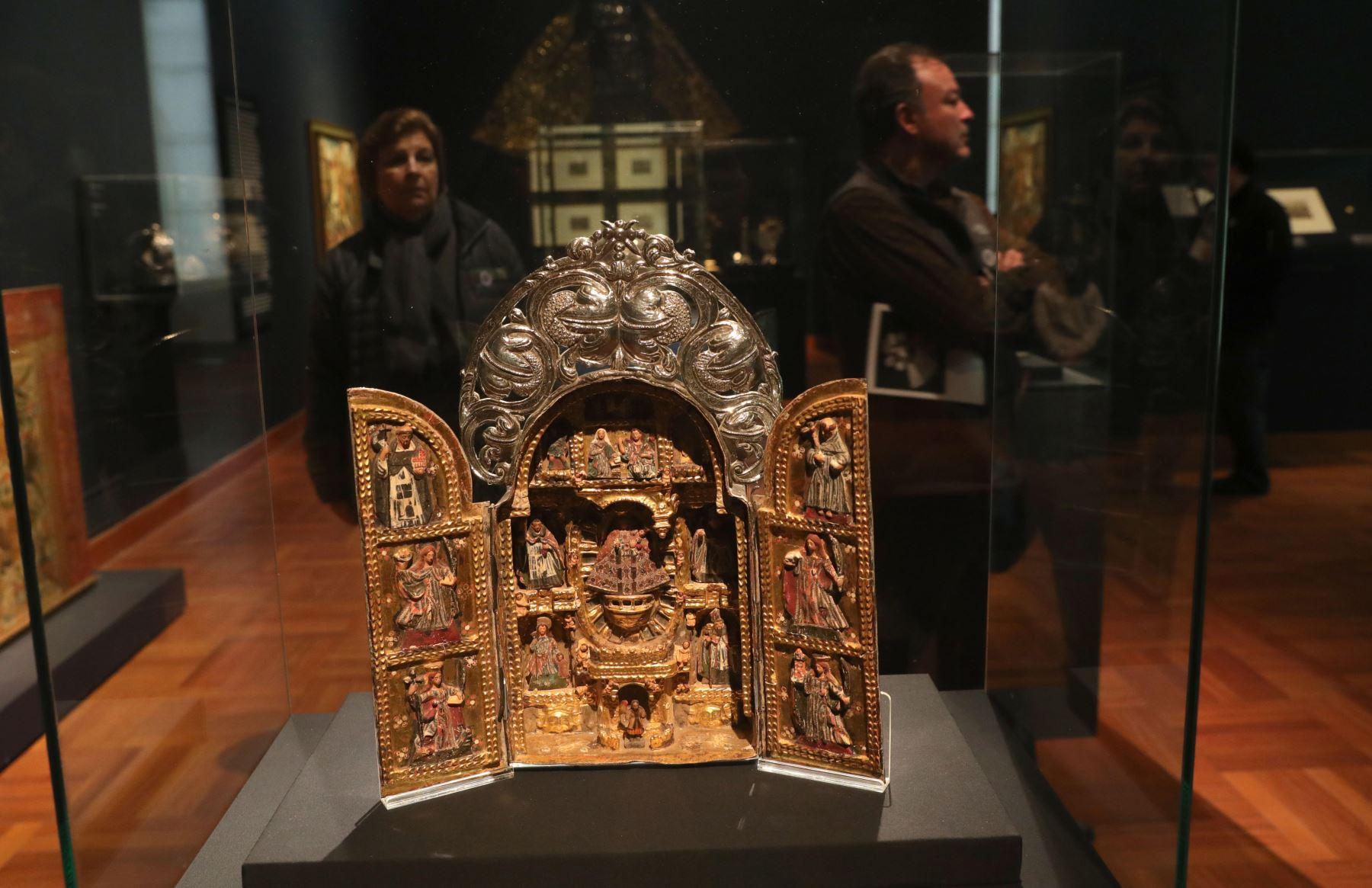 """Excepcionales piezas hechas en plata forman parte de la muestra titulada """"Plata de los Andes"""" Foto: EFE"""