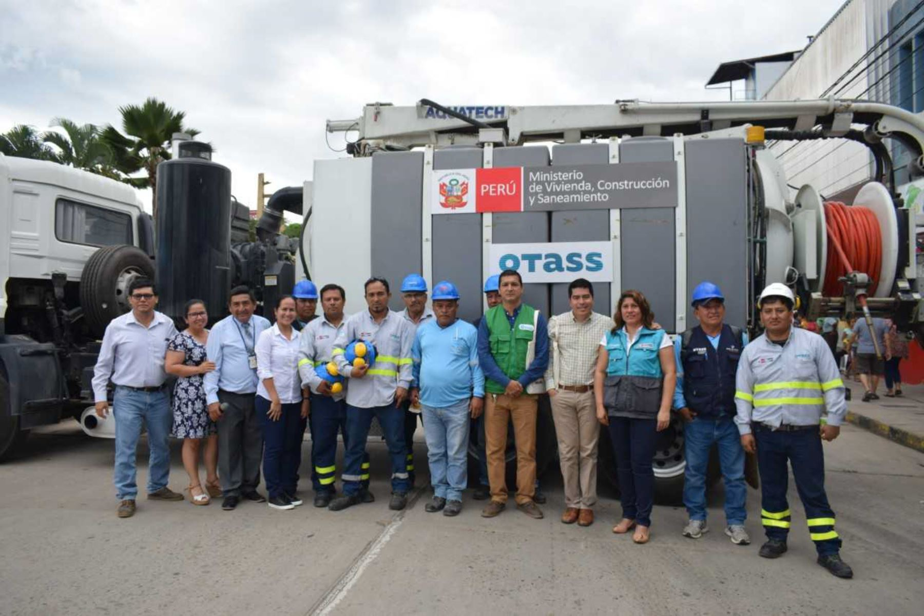 """El Programa Nacional de Limpieza de Colectores """"Operación Alcantarillado"""", que impulsa el Ministerio de Vivienda, Construcción y Saneamiento (MVCS) y el Organismo Técnico de la Administración de los Servicios de Saneamiento (OTASS) limpiará 40 kilómetros de redes de desagüe en el ámbito de la Empresa Municipal de Agua Potable y Alcantarillado (Emapa) San Martín."""