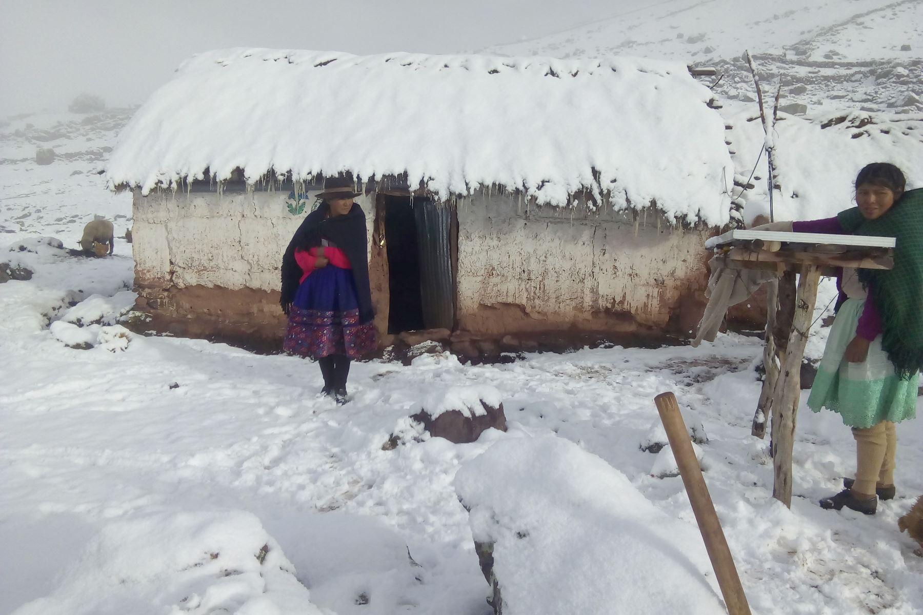 El Ejecutivo declaró el estado de emergencia en 116 distritos de 38 provincias de los departamentos de Apurímac, Ayacucho, Arequipa, Huancavelica, Huánuco, Puno y Lima, debido a los daños producidos por las heladas y nevadas. ANDINA
