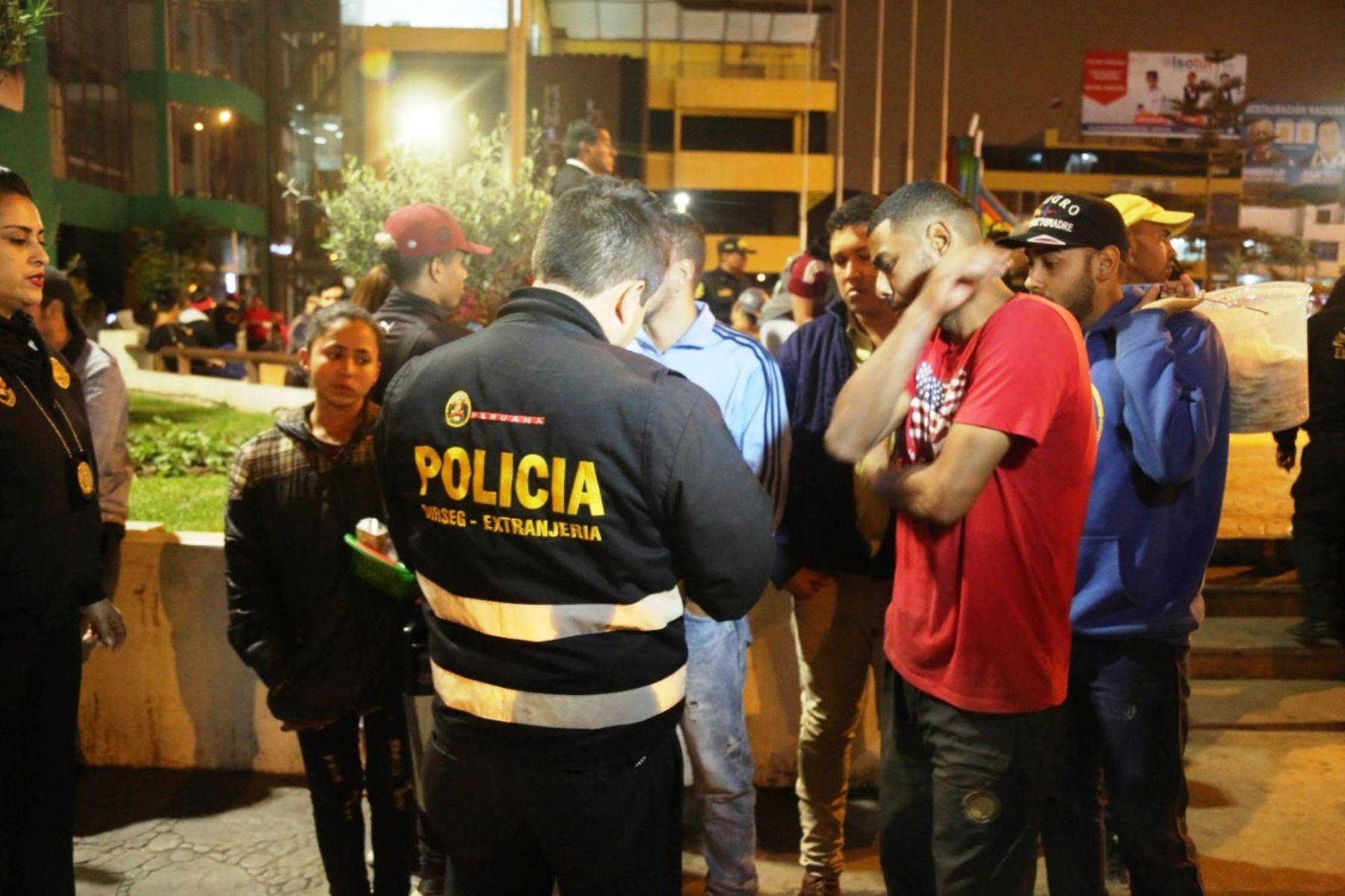 Policía y Migraciones realizaron operativo de fiscalización a extranjeros en Los Olivos. Foto: ANDINA/Difusión.