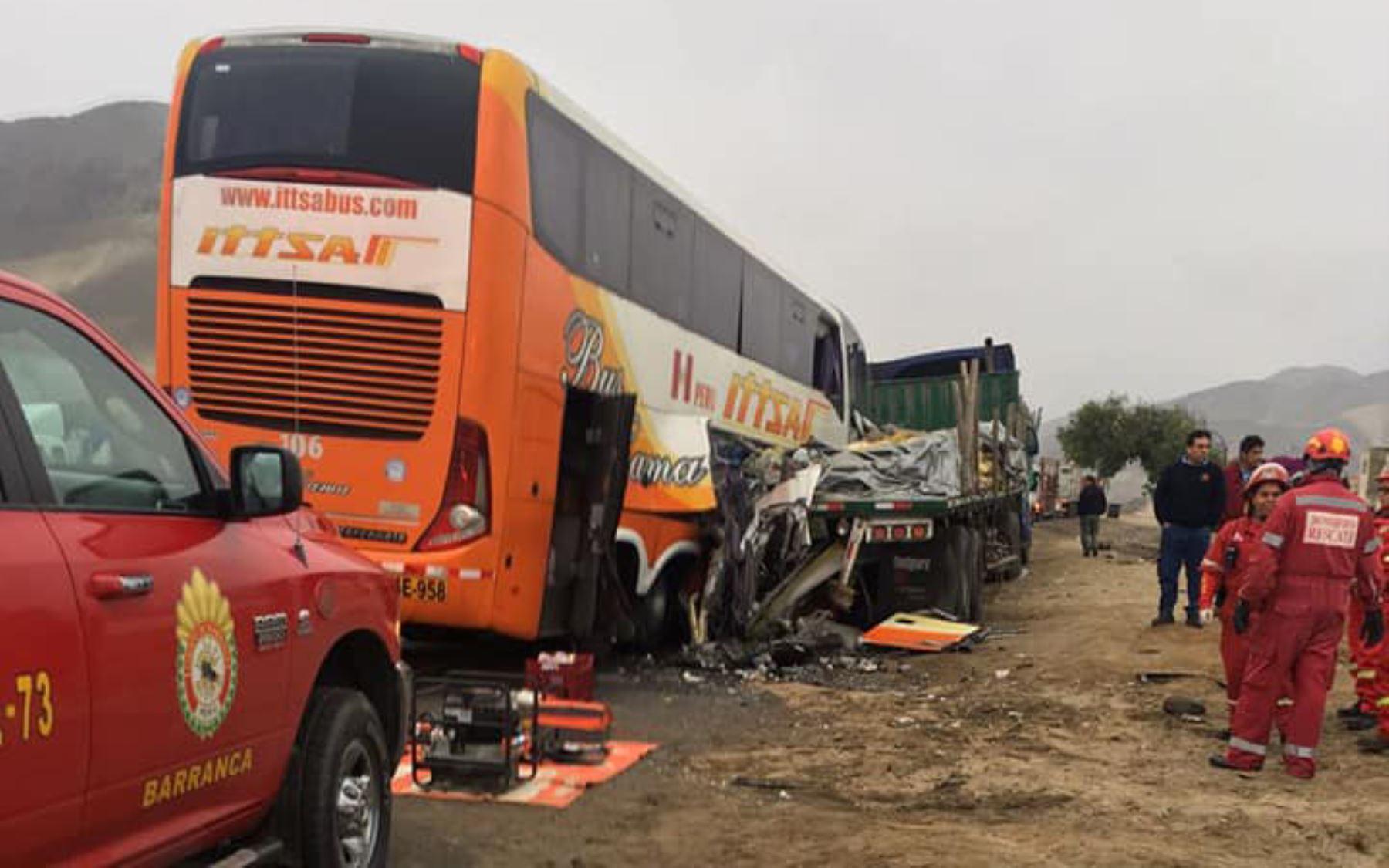 Triple choque en la Panamericana Norte deja cuatro muertos en Huarmey, Áncash. Foto: redes sociales.