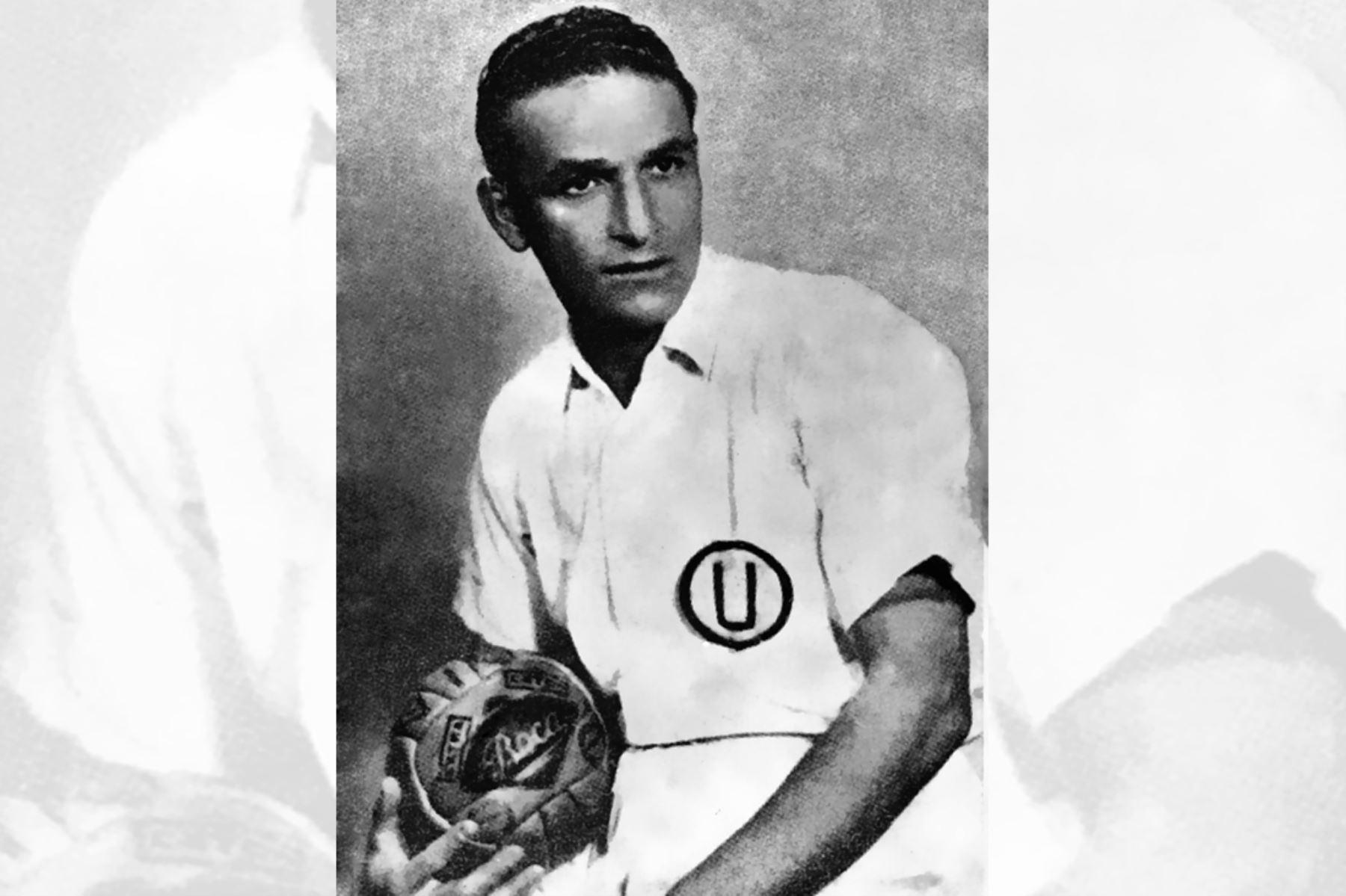 """Universitario 2 Teodoro """"Lolo"""" Fernández ídolo de Universitario de Deportes en los inicios de su carrera. Foto: Revista Universitario de Deportes 1948"""