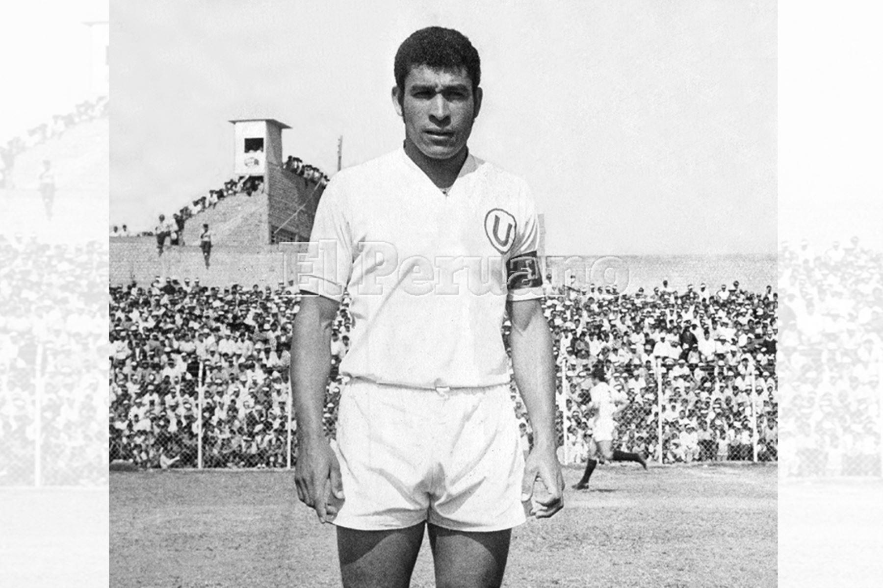 Héctor Chumpitaz capitán de Universitario de Deportes en 1972. Foto: Archivo Histórico de EL PERUANO