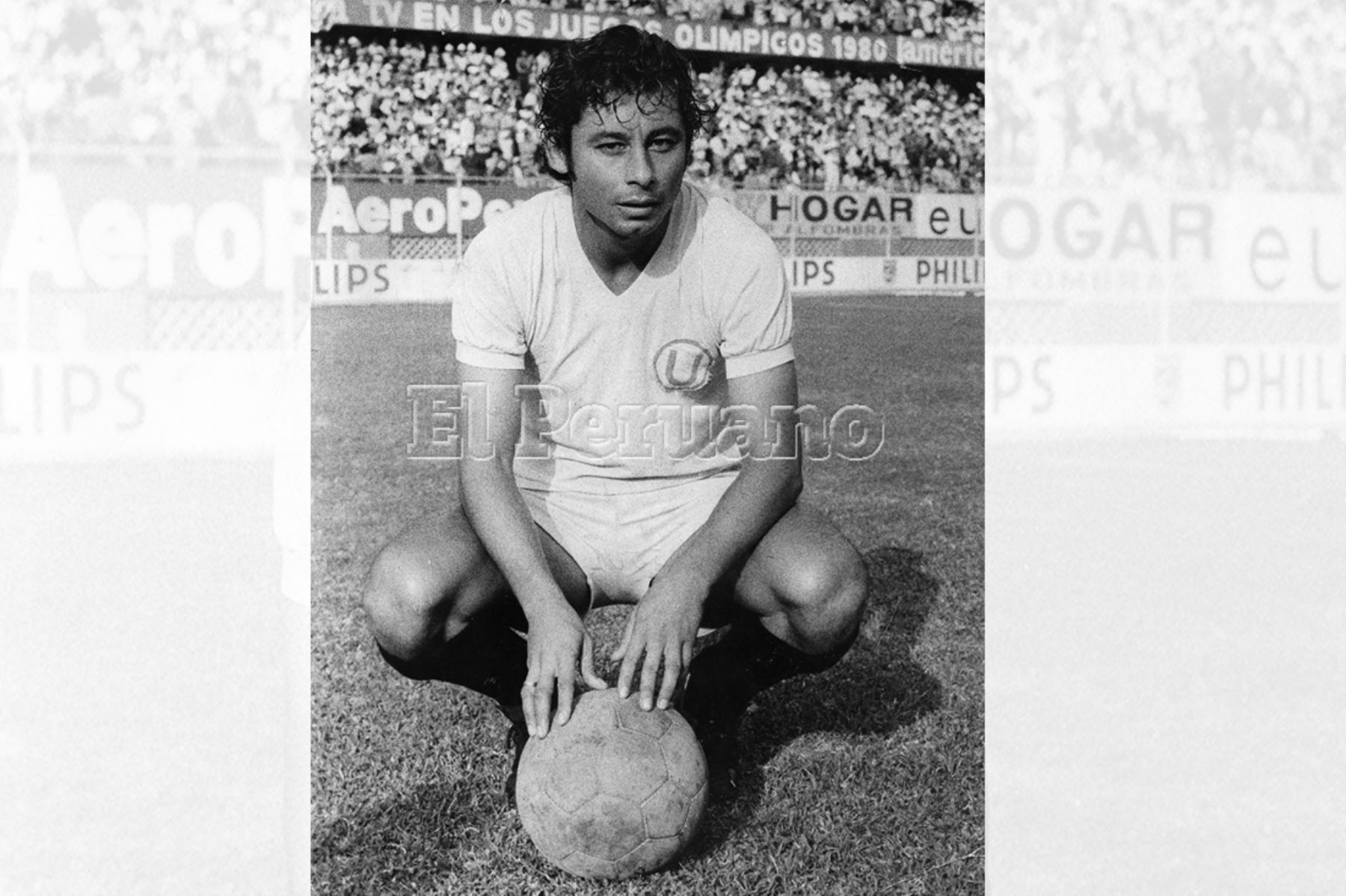 Universitario 8 Roberto Chale Olarte, volante de Universitario de Deportes en 1980. Foto: Archivo Histórico de EL PERUANO