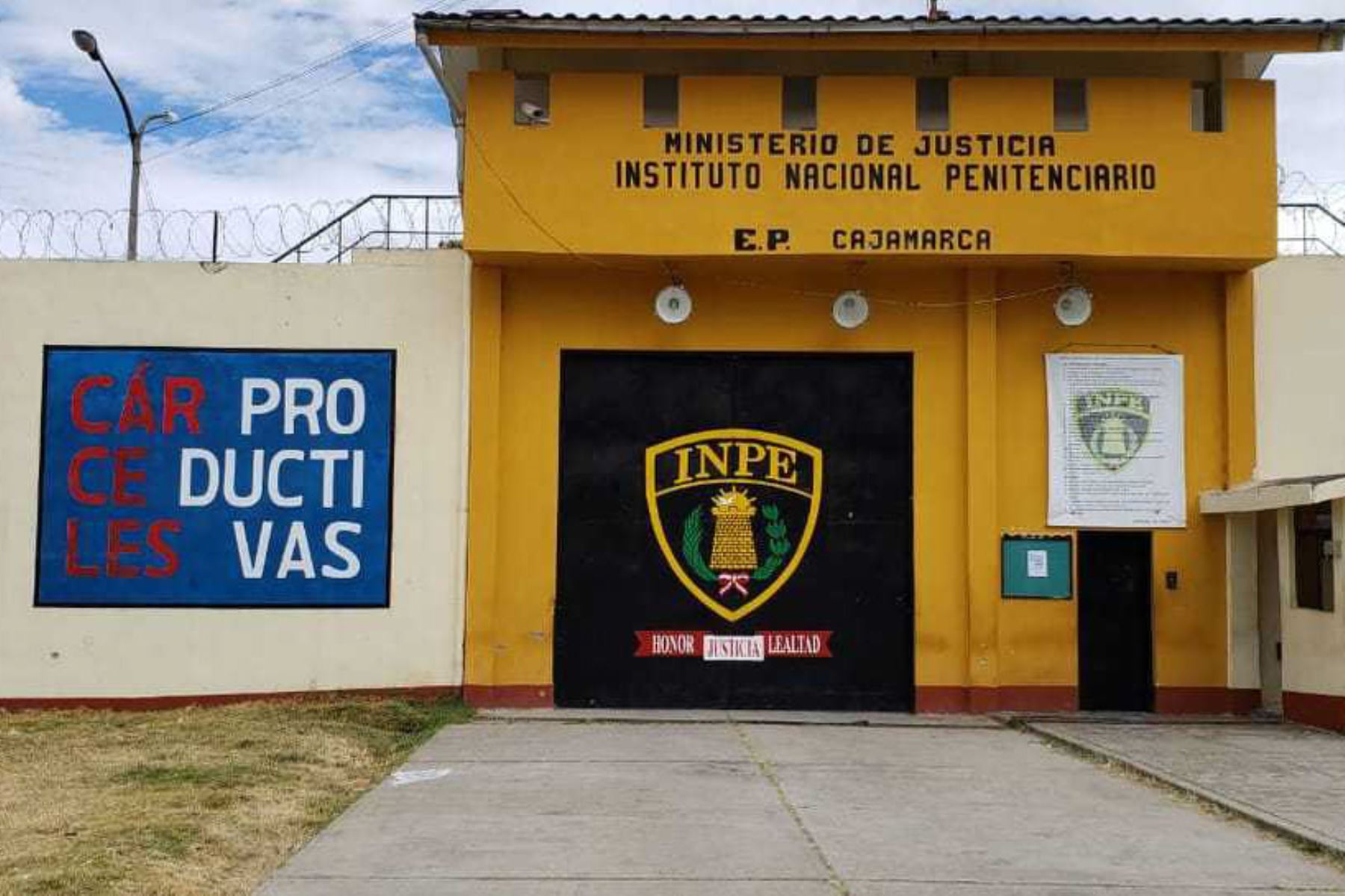 Polic a frustra intento de fuga de cuatro internos de for Portal de servicios internos policia
