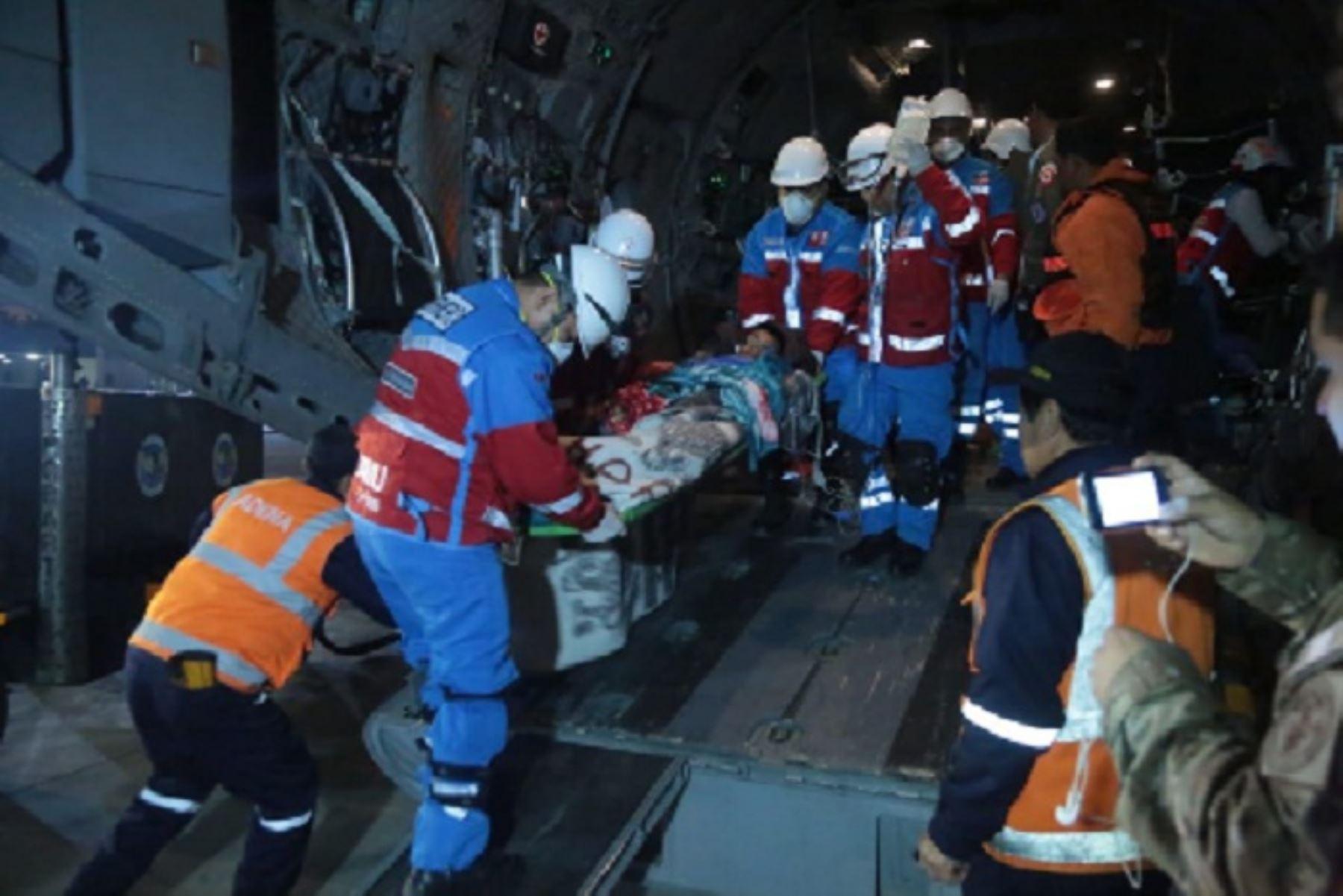 El Instituto Nacional de Defensa Civil (Indeci) reportó la identidad de seis de las personas intoxicadas en la región Ayacucho, que esta noche fueron trasladadas a Lima en un avión Spartan de la Fuerza Aérea del Perú (FAP) e internadas para su atención en diferentes establecimientos de salud especializados.