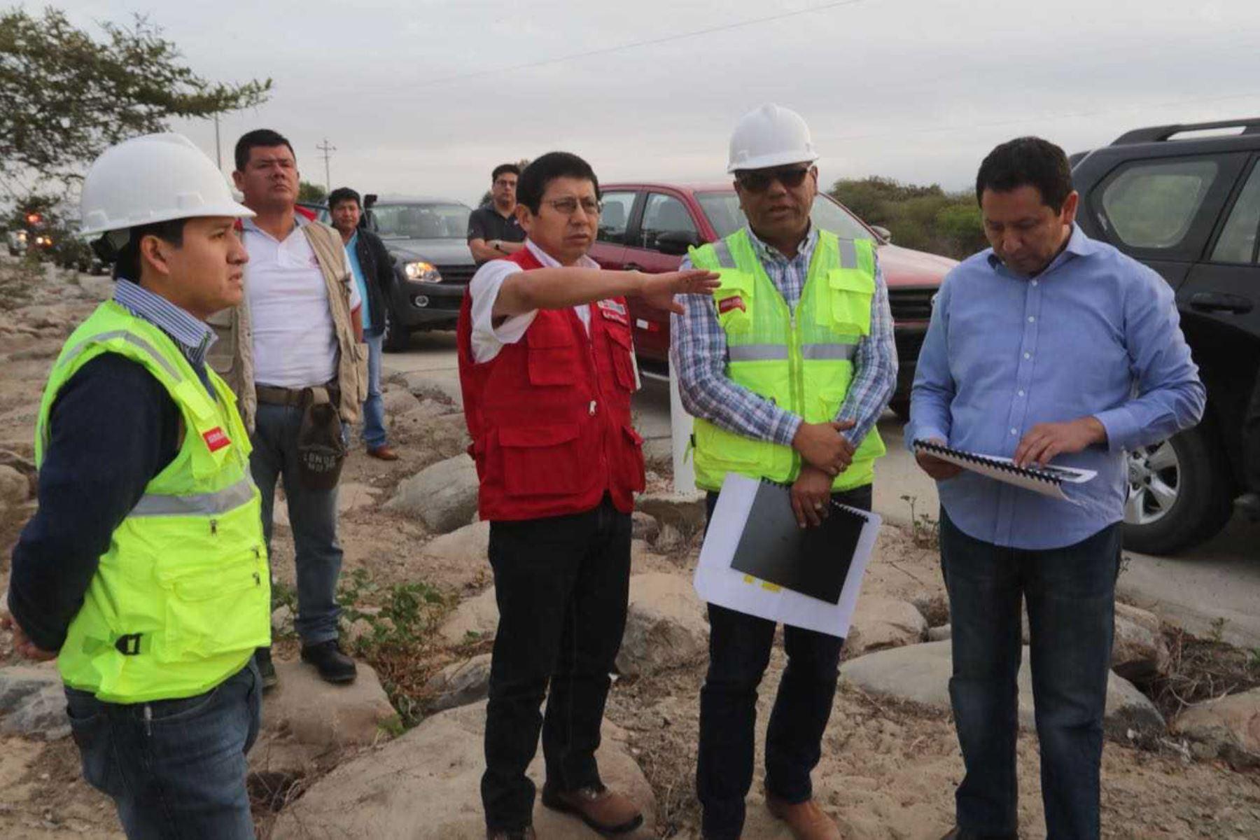 El ministro de Transportes y Comunicaciones, Edmer Trujillo, inició hoy en la ciudad de Piura un recorrido que durará dos días y que lo llevará hasta la ciudad de Cajamarca, en un trayecto de más de 590 kilómetros de carretera, a través de la IIRSA Norte y la Longitudinal de la Sierra.