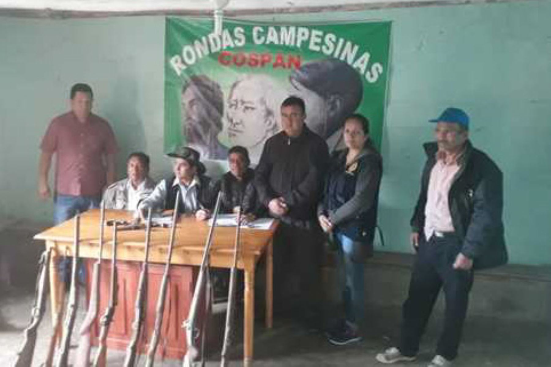 Doce armas de fuego fueron entregadas a la Policía Nacional del Perú (PNP) y a la Fiscalía por parte de los dirigentes de la Federación de las Rondas Campesinas del distrito de Cospán, en Cajamarca, quienes indicaron que son entregas voluntarias como parte de acciones de pacificación en esa región del país, informó el Ministerio del Interior.