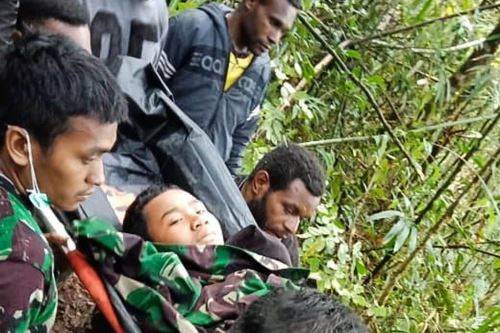 Niño de 12 años, el único sobreviviente a accidente aéreo en Indonesia