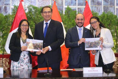 Presidente Vizcarra, recibe a los representantes del CADE Universitario.
