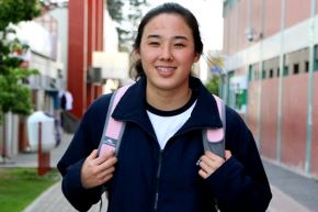Paula Tamashiro curso el quinto de secundaría, pero ya es una de la mejores nadadoras del Perú. Aspira estudiar ciencia de la comunicación.