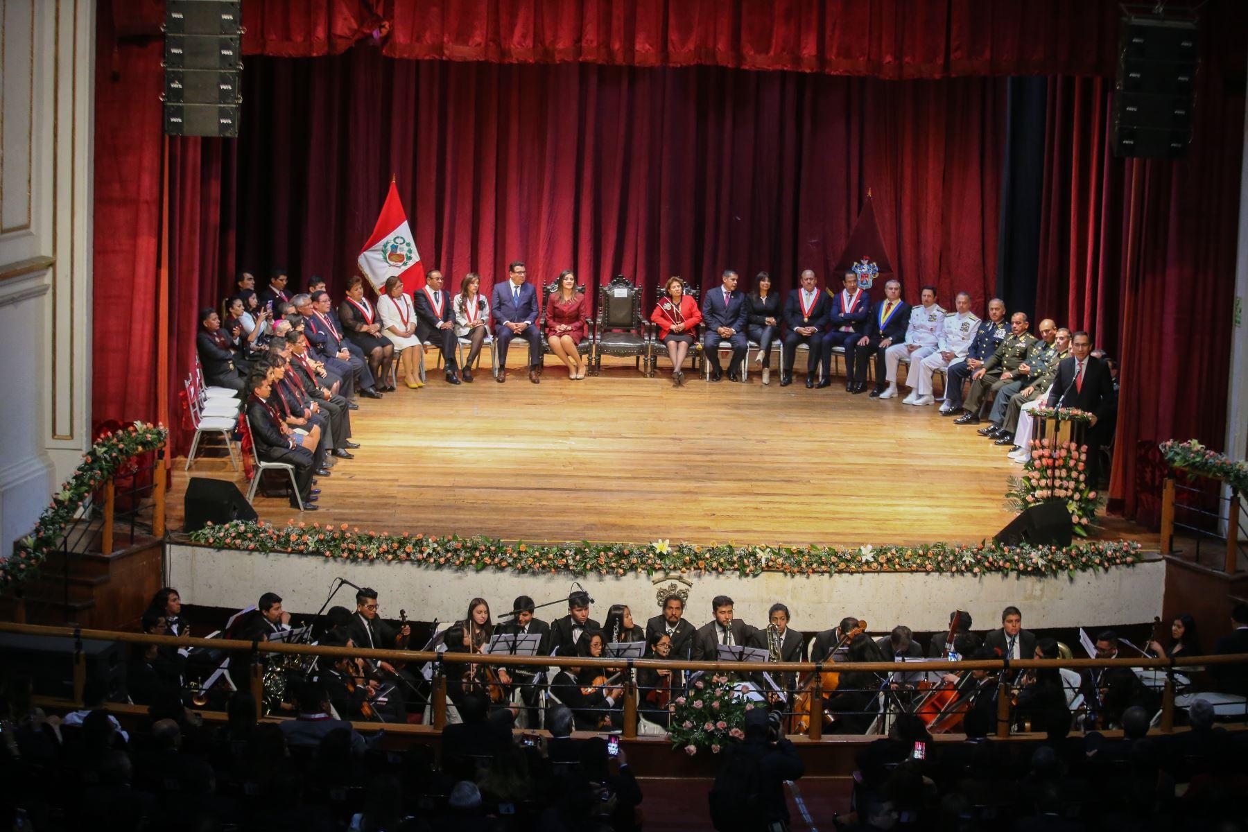 Presidente de la República, Martin Vizcarra, participó en sesión solemne por los 478 aniversario de Arequipa. Foto: ANDINA/Prensa Presidencia