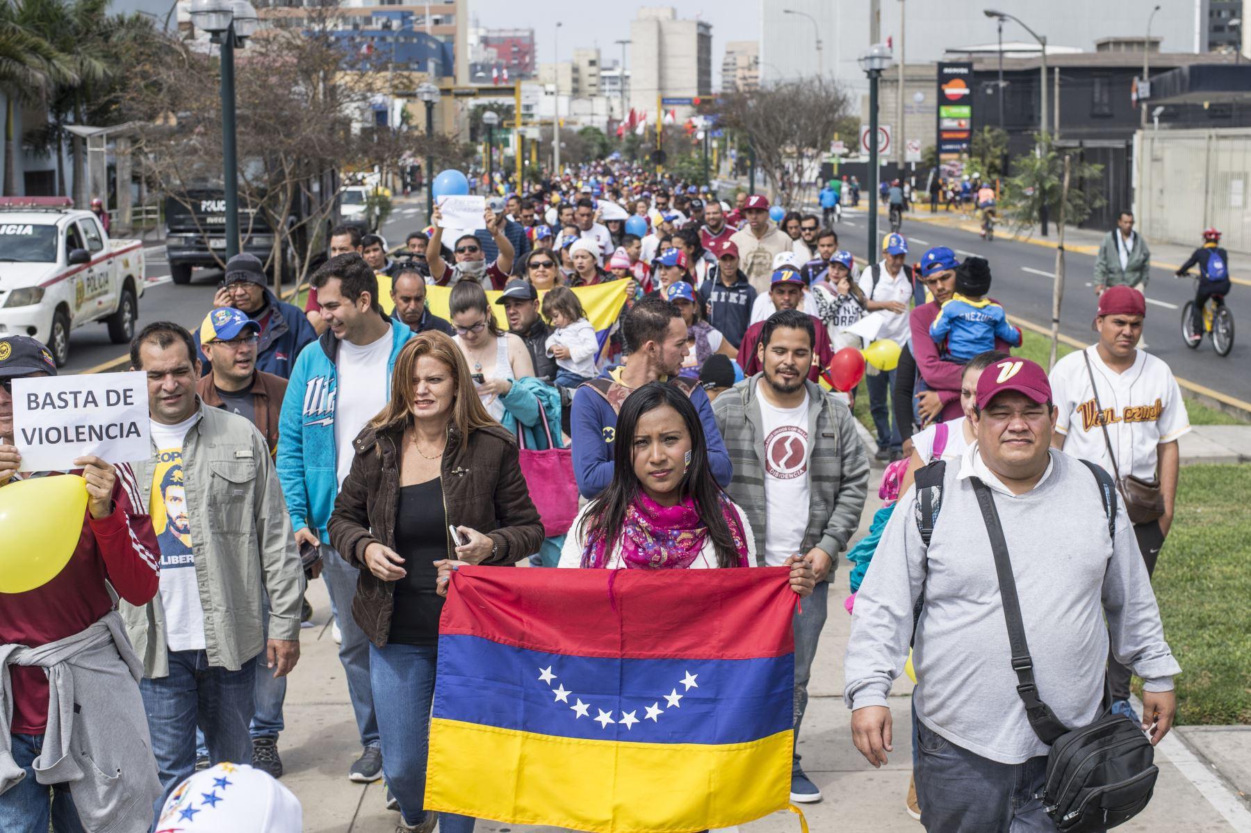 En un solo día llegaron a Perú 5.100 venezolanos