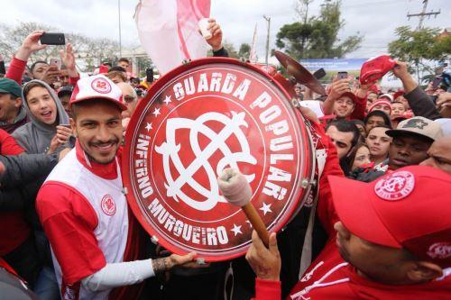 Paolo Guerrero fue recibido por los hinchas del Inter