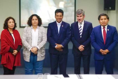 Ministros y autoridades cusqueñas evalúan el problema del sistema ferroviario en Cusco. ANDINA