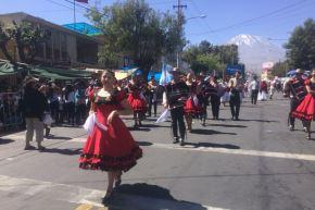 Arequipeños colman las calles para celebrar el Corso de la Amistad. ANDINA