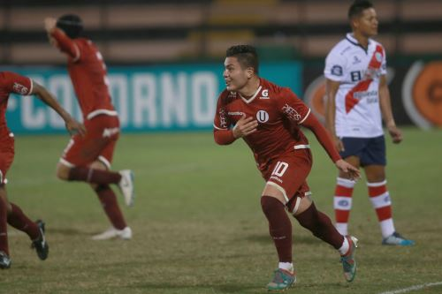 Universitario de Deportes gano 2 - 0 al Deportivo Municipal  en el estadio Miguel Grau