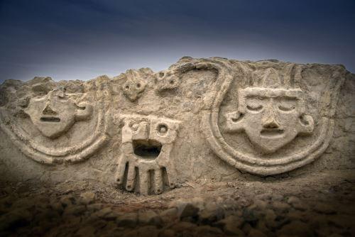 Descubren relieves en Vichama de 3,800 años de antigüedad
