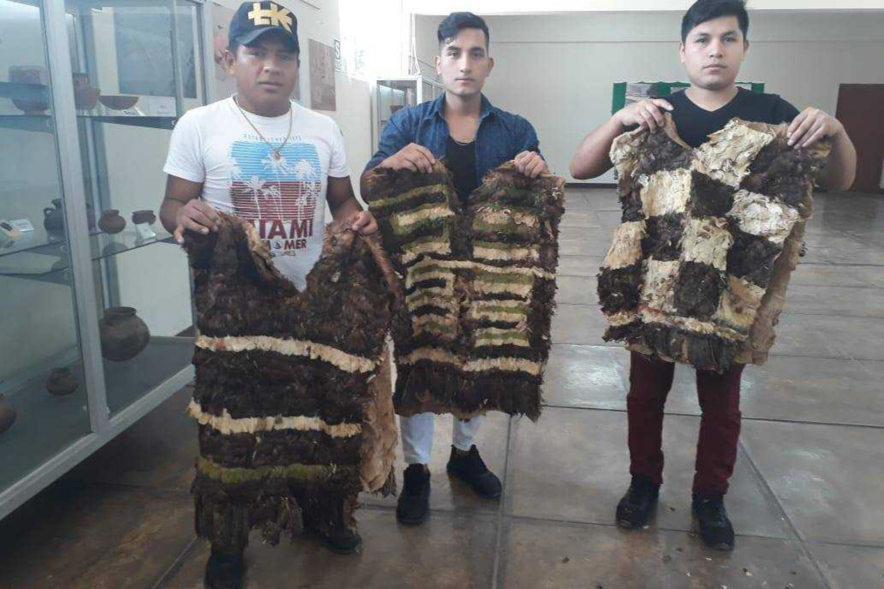 a5bdec9963 Un conjunto de prendas de vestir que pertenecería a la civilización  prehispánica Chimú