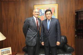 Ministro de Justicia, Vicente Zeballos, se reunió con el embajador de Estados Unidos, Krishna R. Urs.