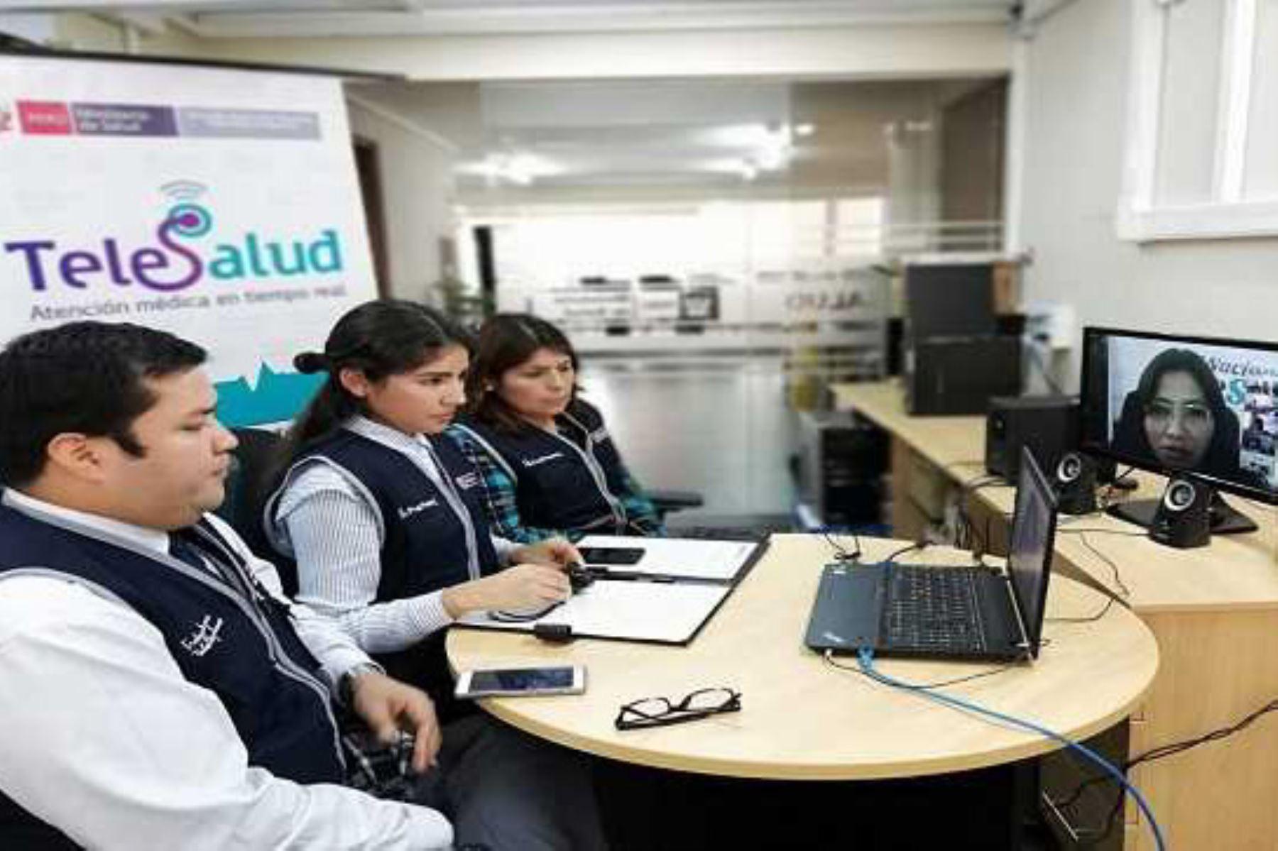 Ocho establecimientos de salud de las regiones Madre de Dios y Tacna se sumaron hoy a la Red Nacional de Telesalud, sistema que permite brindar servicios de salud especializados a distancia y en tiempo real a miles de pobladores del sur del país.