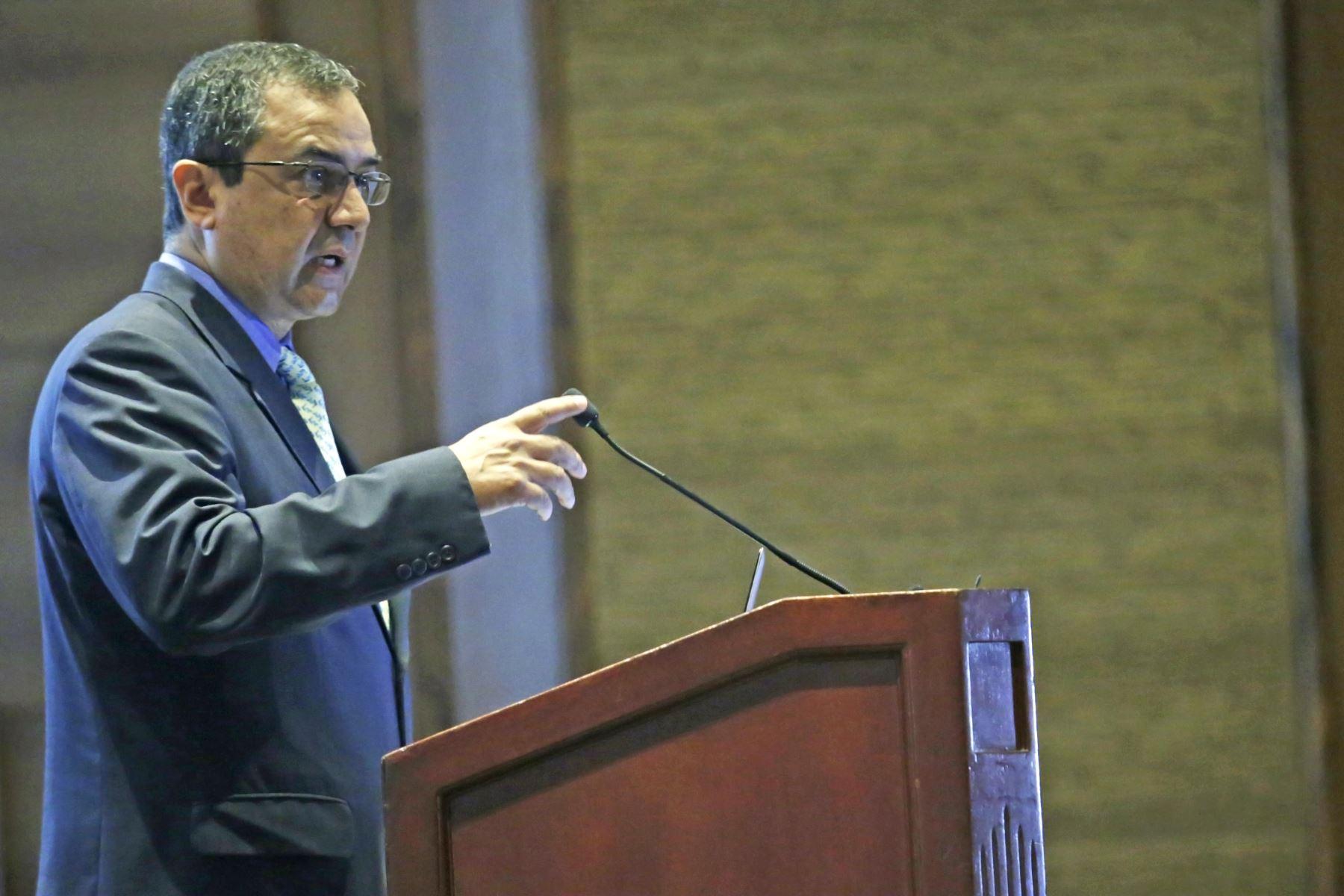 Ministro de Economía y Finanzas, Carlos Oliva. ANDINA/Melina Mejía