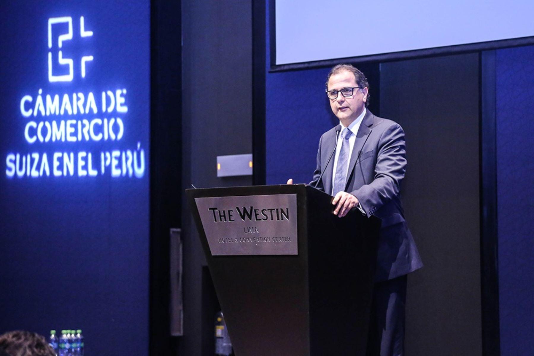 Ministro de Energía y Minas Francisco Ísmodes