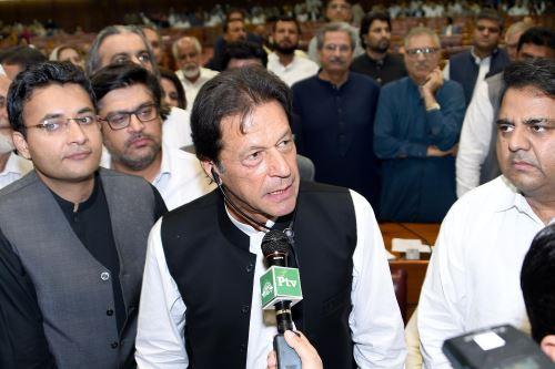 Imran Khan se dirige a los legisladores después de haber sido elegido próximo Primer Ministro Foto: AFP