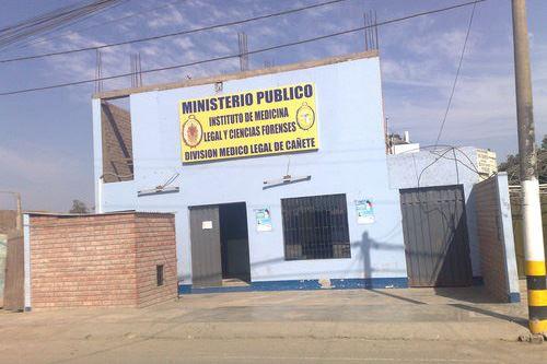 A la morgue de Cañete llegó el cadáver de la niña recuperado por la Policía Nacional de una sala de bombeo subterránea ubicada en la Plaza de Armas del balneario de Cerro Azul, a fin de determinar si es Xohana Guerra, la menor de 2 años de edad desaparecida el jueves 16 de agosto.
