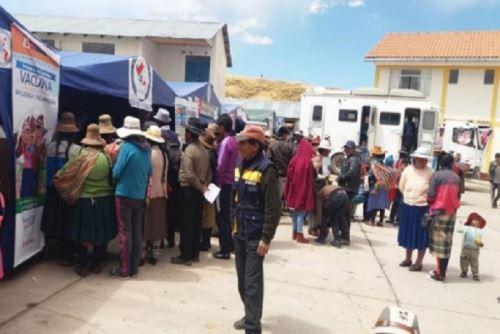 Brigadistas del Ministerio de Salud realizan hasta el momento más de mil atenciones en el distrito de Ñuñoa,  provincia de Melgar, en la región Puno, con el fin de proteger a la población de las enfermedades respiratorias agudas ante la inclemencia de las heladas.