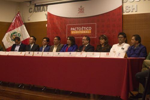 Candidatos a Gobierno Regional de Áncash firman pacto ético electoral. ANDINA