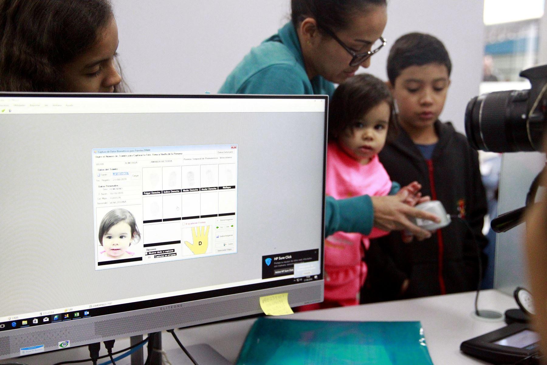 Galer a fotogr fica agencia peruana de noticias andina for Oficinas de trabajo temporal