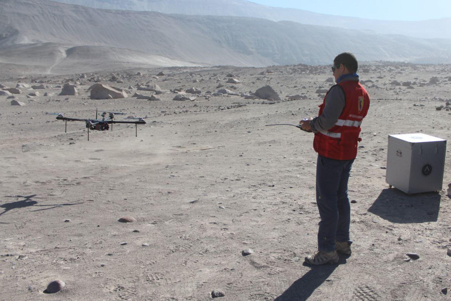 Con el uso de drones, el equipo de cartografía especial del Instituto Geográfico Nacional (IGN) realizó el levantamiento fotográfico en 10 kilómetros cuadrados de la zona arqueológica Toro Muerto, considerado el más grande yacimiento de arte rupestre del Perú y el mundo, con el objetivo de elaborar modelos en 3D del terreno y una ortofoto de la zona.