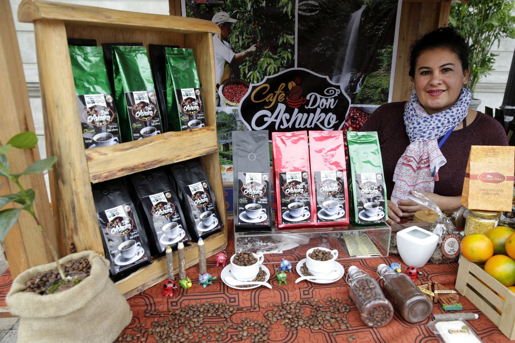 En la Expo Café Villa Rica podrá encontrar también otros productos como miel de abejas, mermeladas de productos de la región, artesanías, chorizos, entre otros. Foto: ANDINA/Melina Mejía