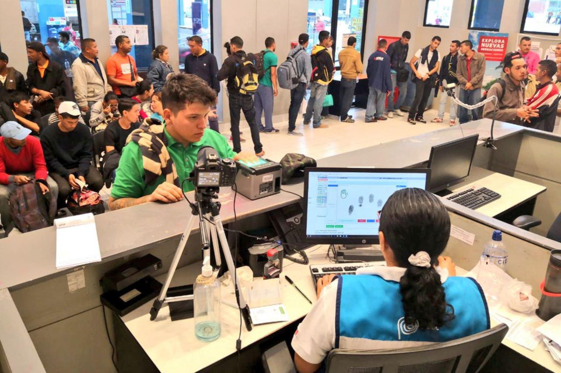 A partir de mañana venezolanos solo podrán ingresar al Perú con visa humanitaria