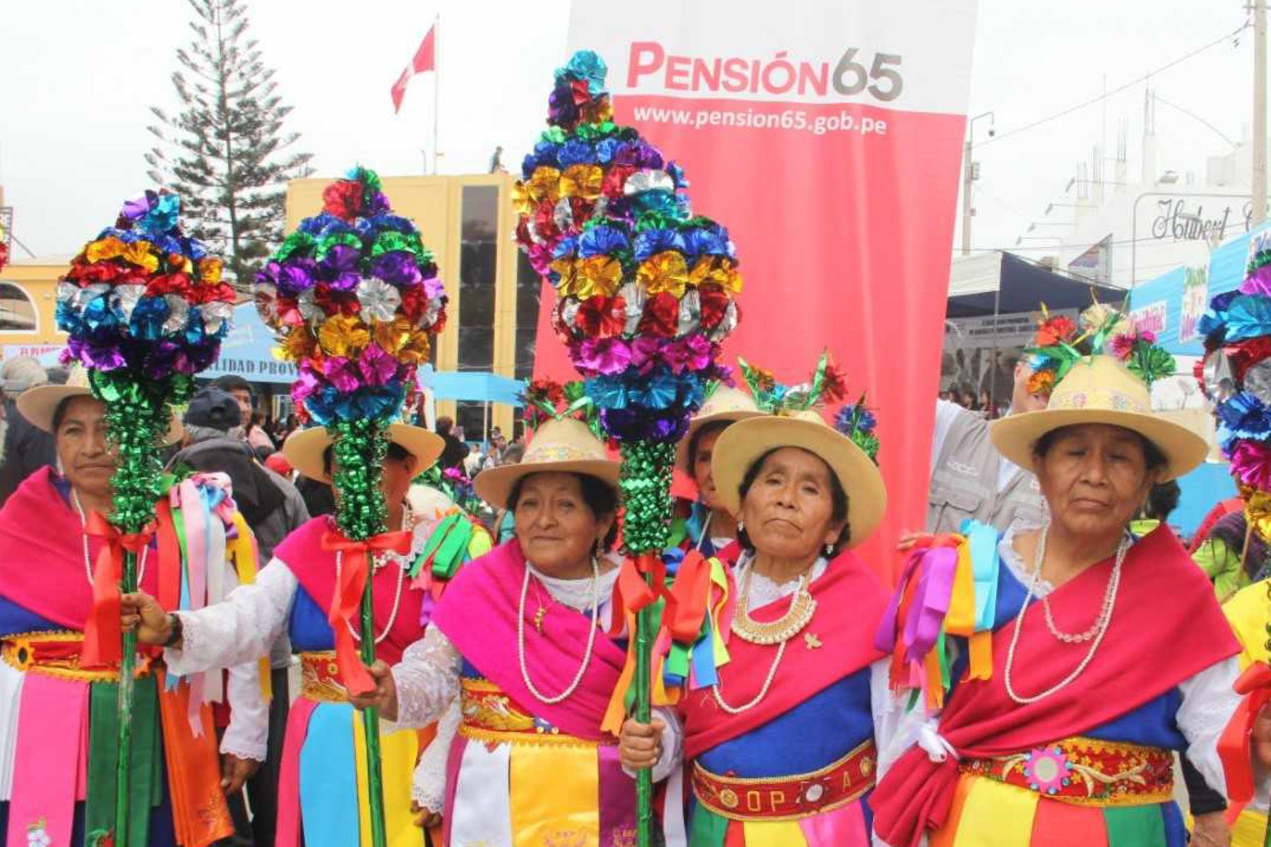 Con campañas de salud y jornadas de difusión de sus derechos, así como encuentros de saberes productivos, concurso de cometas y paseos turísticos, los usuarios y usuarias del Programa Nacional de Asistencia Solidaria Pensión 65 celebran el Día del Adulto Mayor en diversas regiones de todo el país.