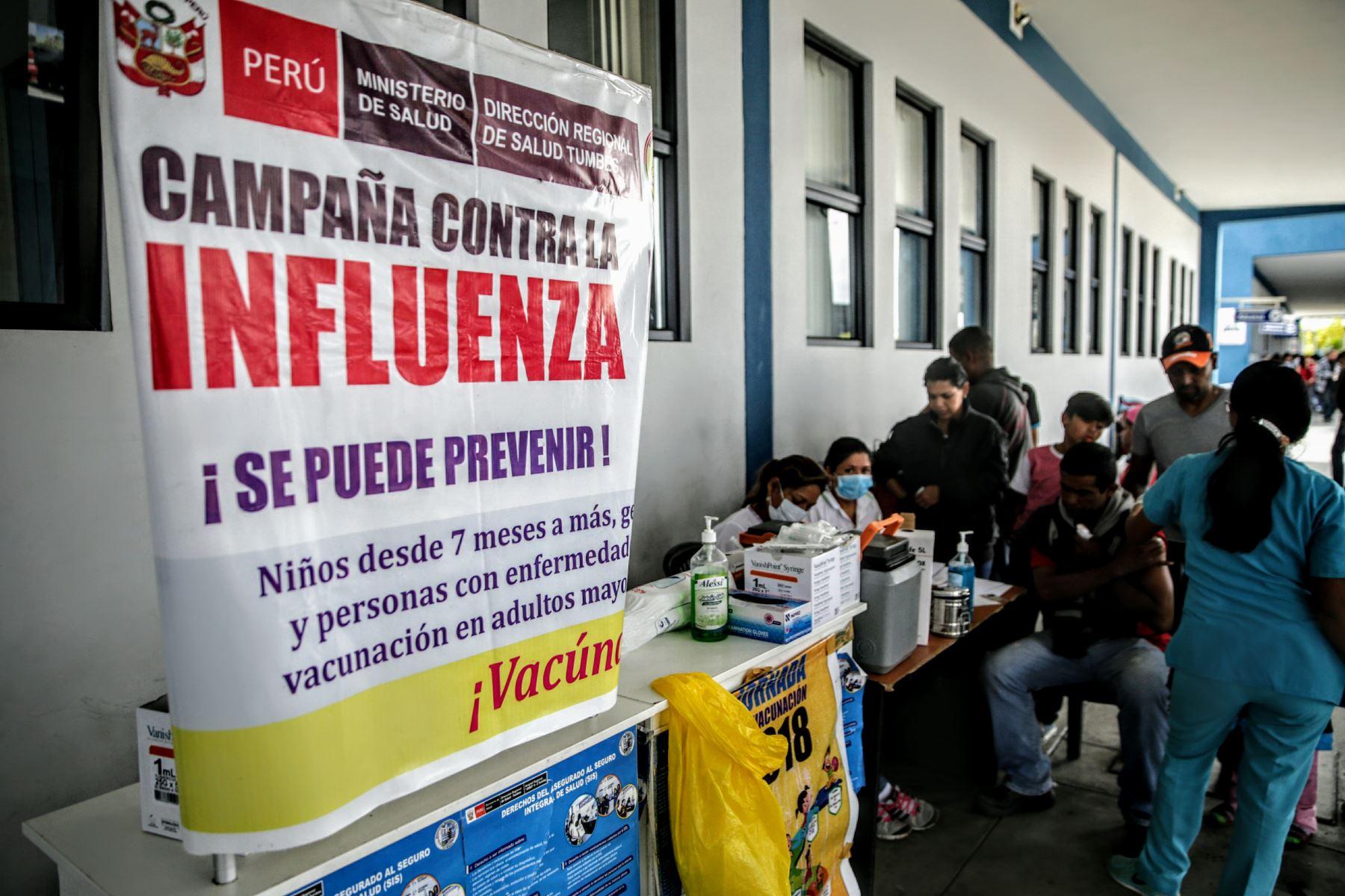 El Ministerio de Salud (Minsa) viene inmunizando de forma gratuita contra la influenza o gripe estacional a los ciudadanos venezolanos luego de tramitar su ingreso al territorio peruano, en el Centro Binacional de Atención Fronteriza (CEBAF) de Tumbes, ubicado en la frontera con Ecuador. ANDINA/Luis Iparraguirre