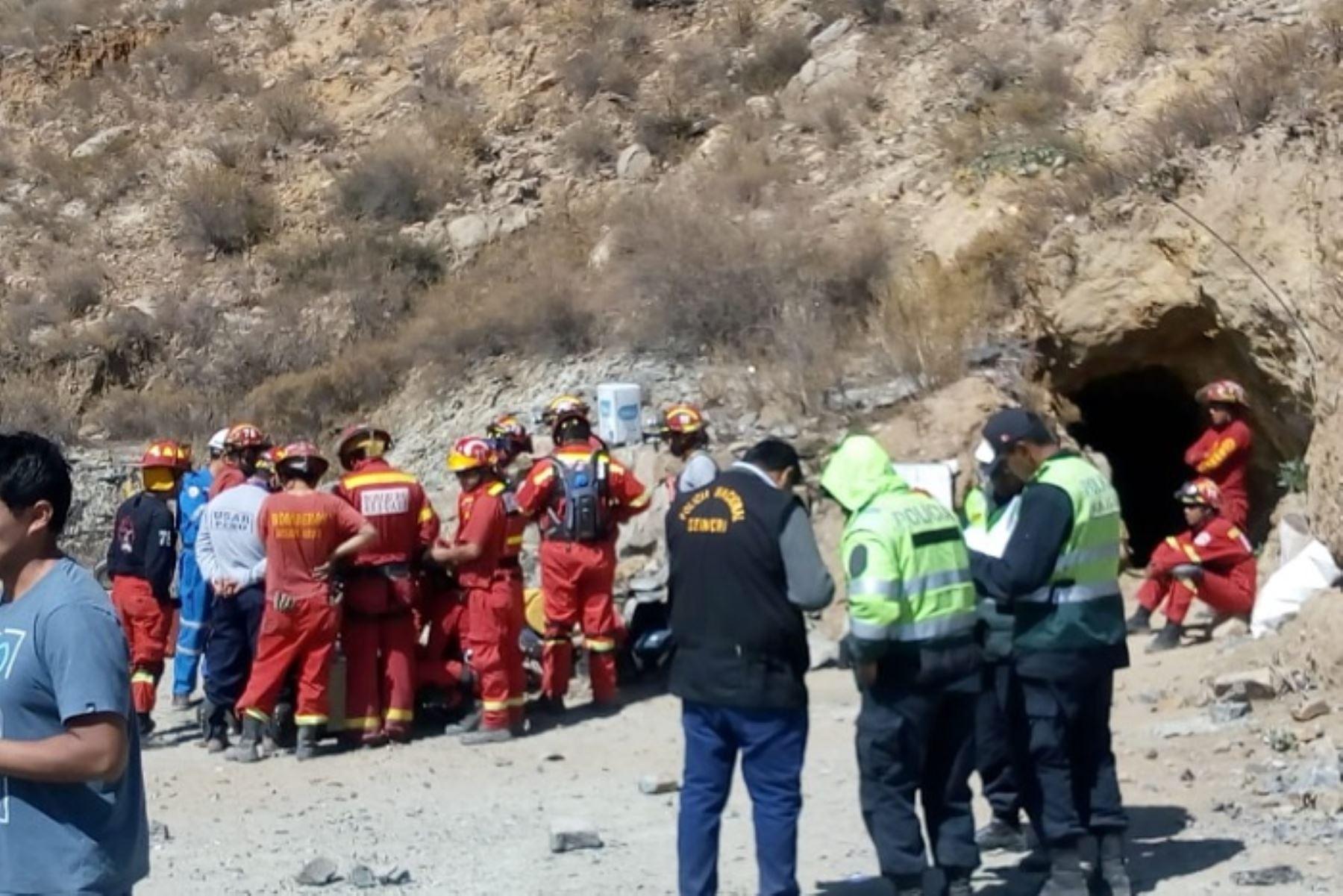 Sin vida hallan a estudiante que cayó a un socavón en Arequipa  Foto: Cortesía de los Bomberos.
