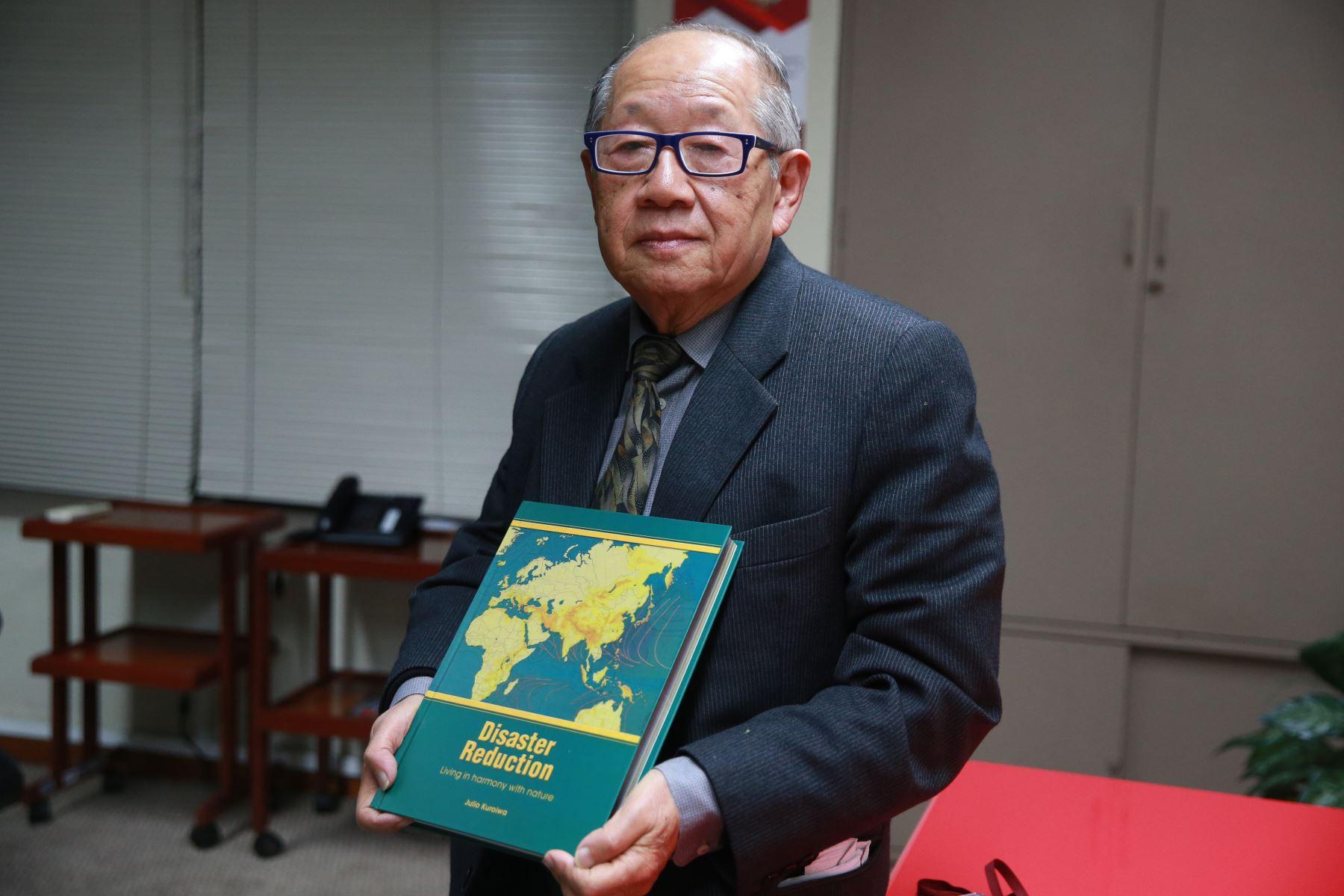 Su carrera como experto en gestión de riesgo de desastres se originó en el curso de capacitación sobre la sismología en Japón durante los años 1961 y 1962, y al regresar al Perú introdujo el curso de sismología en las universidades del país.  Foto: ANDINA/Vidal Tarqui