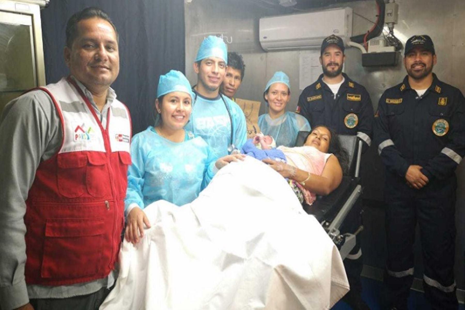 Gisbert que nació en las PIAS Napo del Programa Nacional PAIS, es el segundo bebé en llegar a bordo de esta embarcación, la cual se encontraba brindando atención en la comunidad de Negro Urco, distrito Napo, en Loreto.