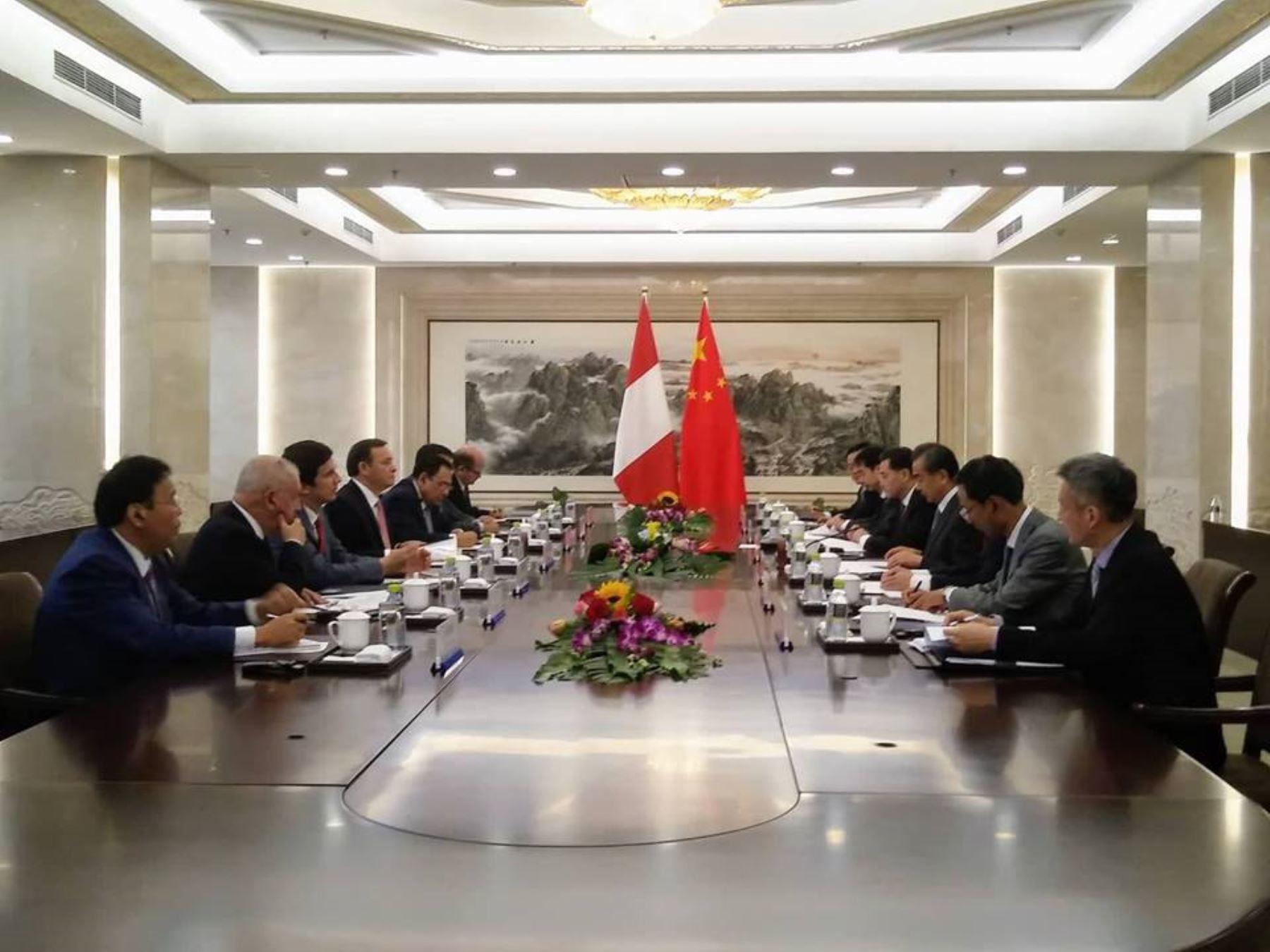 Canciller peruano inicia su agenda en China con el vicepresidente Wang Qishan