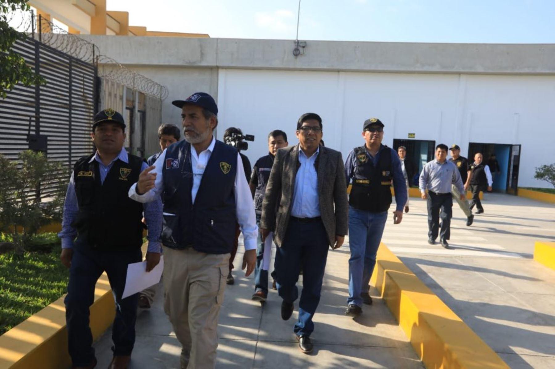 Ministro de Justicia, Vicente Zeballos, visitó penales de Cañete y Chincha.