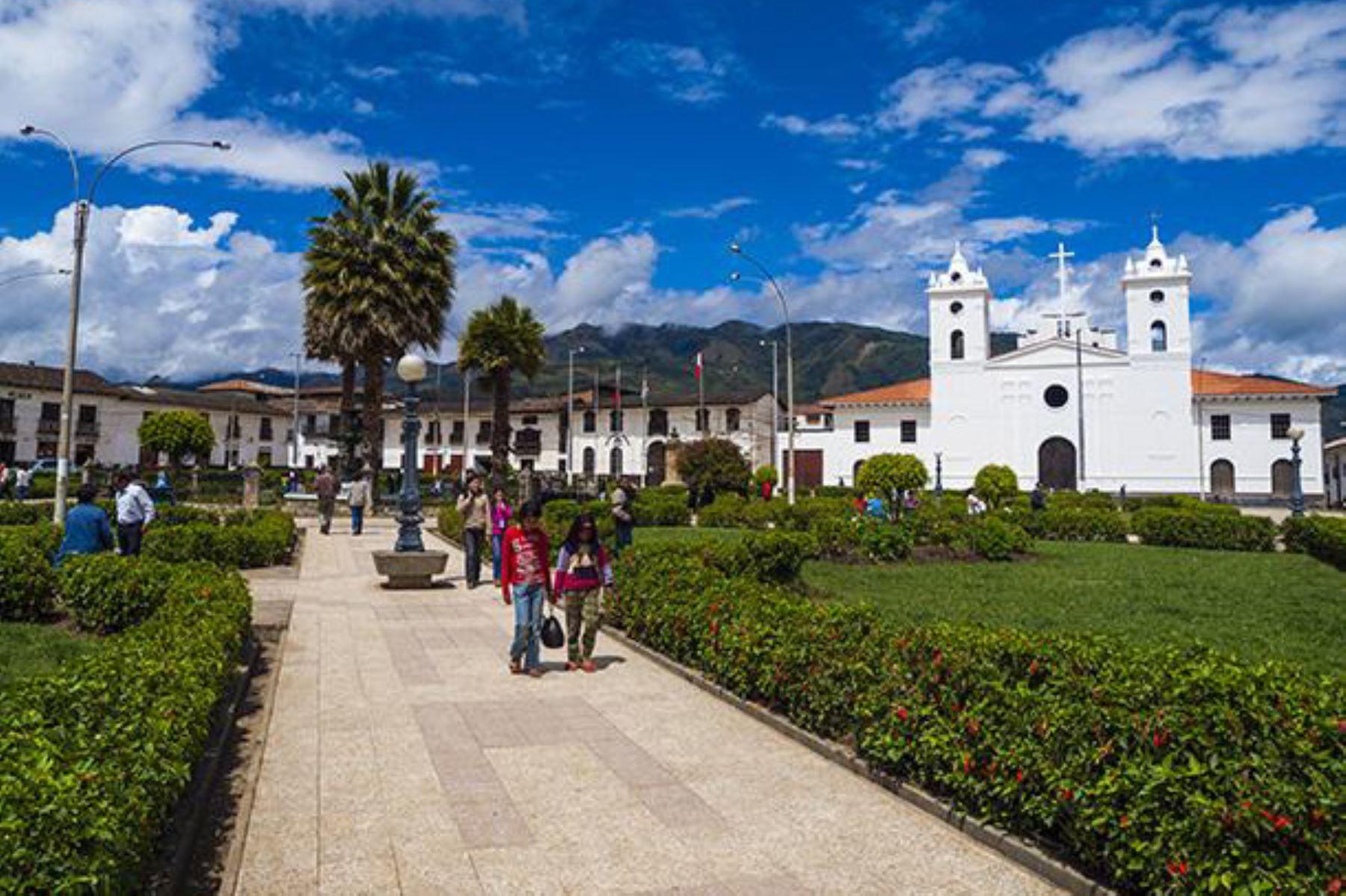 Chachapoyas, capital del departamento de Amazonas, celebra hoy su 140° aniversario de fundación española. Ocasión para animase a visitar o retornar a esta hermosa ciudad del nororiente peruano, así como sus alrededores, y conocer sus variados atractivos turísticos.