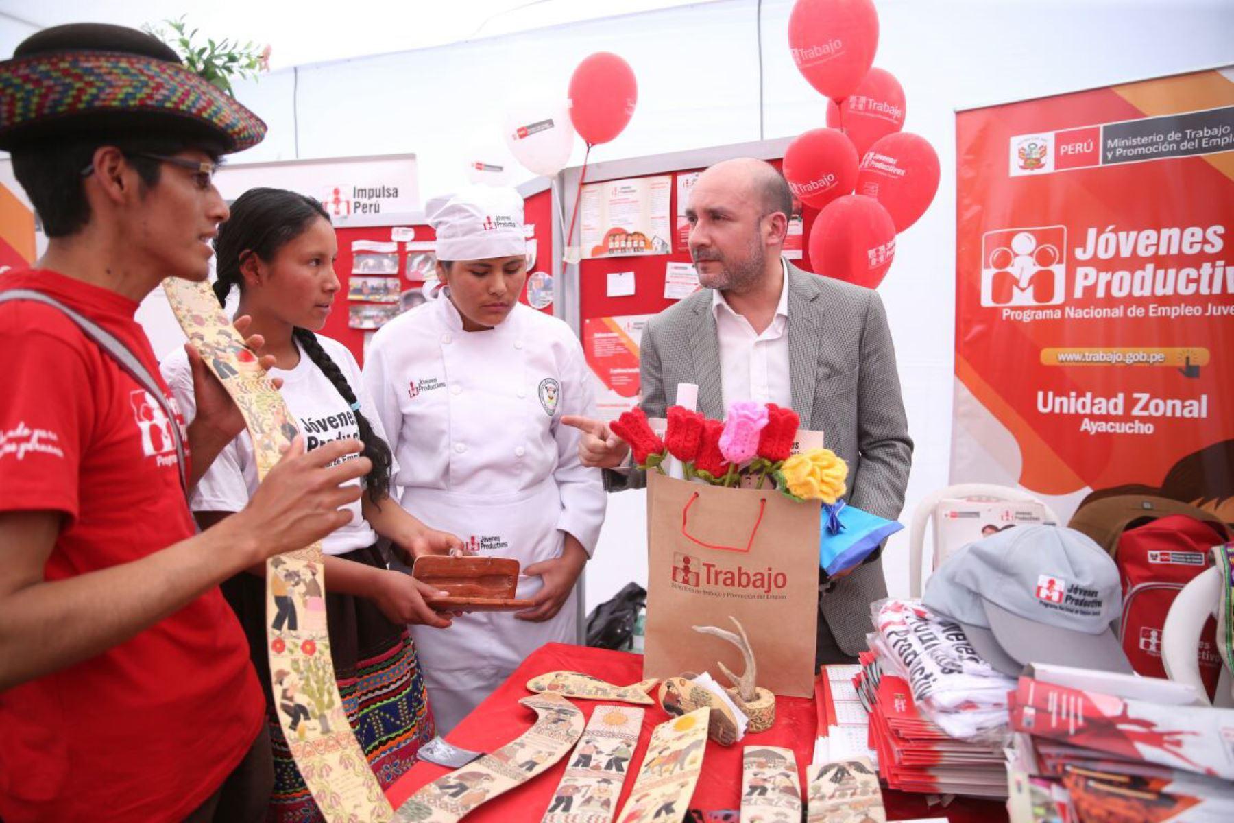 El ministro de Trabajo y Promoción del Empleo, Christian Sánchez, inauguró la Semana del Empleo en Ayacucho.