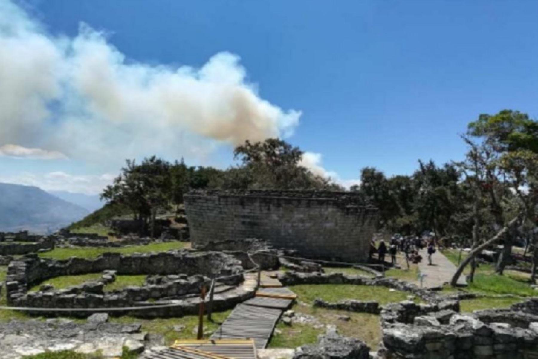 Amazonas: Ejército trata de extinguir incendio cerca a zona arqueológica de Kuélap