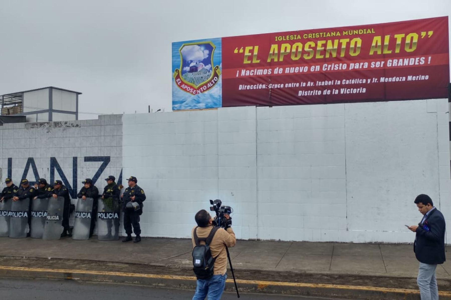 Grupo evangélico tomó posesión de la explanada del Matute, estadio de Alianza Lima. La Policía Nacional y Fiscalía ya se encuentran en el lugar. Foto: ANDINA/Norman Córdova