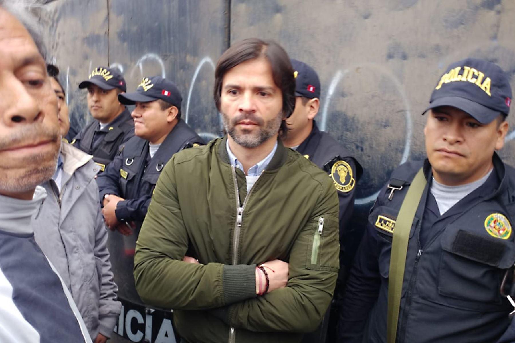 Benjamín Romero es el gerente de marketing y comercial en Alianza Lima ,se encuentra en la explanada del Matute, estadio de Alianza Lima. Donde un grupo evangélico tomo posición de la explanada. Foto: ANDINA/Norman Córdova