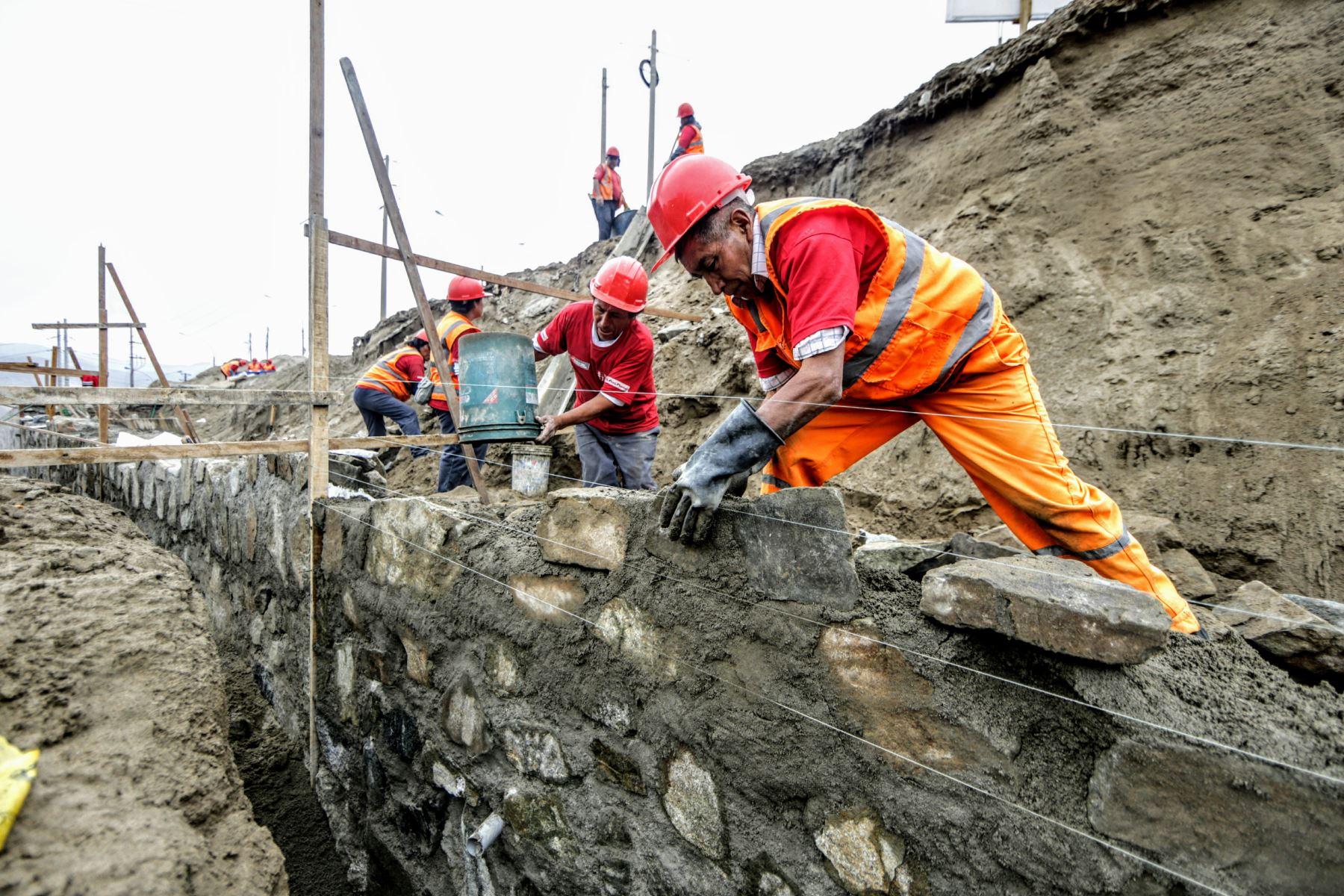 Ministerio de Trabajo creará 5,900 empleos en favor de pobres extremos de 10 regiones. ANDINA/Luis Iparraguirre