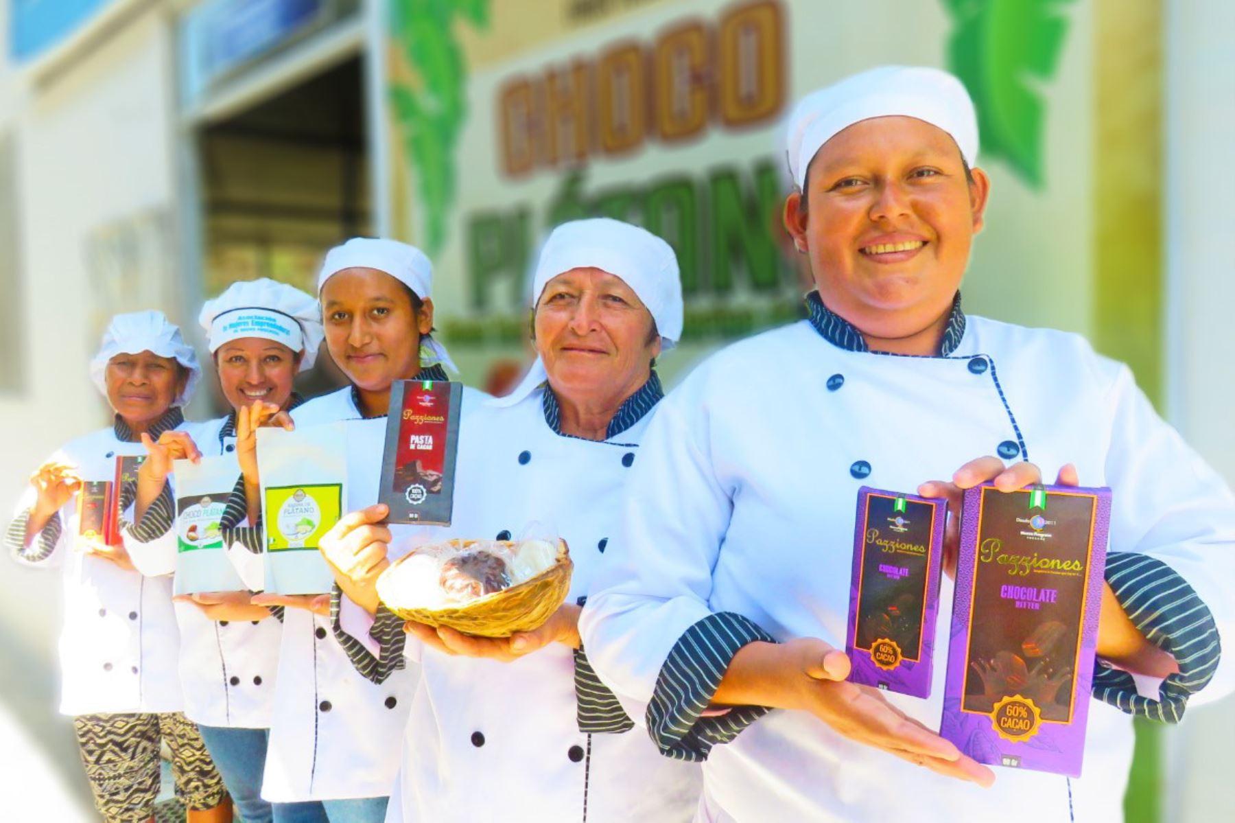 Emprendedoras de San Martín elaboran 35 productos derivados del cacao. ANDINA
